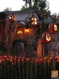 Pallet Halloween decorations