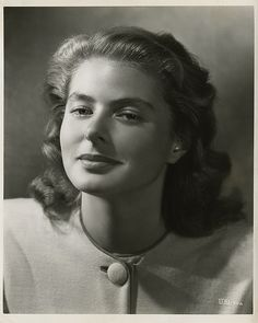 "Ingrid Bergman ~ Mik's Pics ""People l"" board Old Hollywood Movies, Golden Age Of Hollywood, Vintage Hollywood, Hollywood Glamour, Hollywood Stars, Hollywood Actresses, Classic Hollywood, Swedish Actresses, Female Actresses"