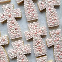 Beaded cross cookies for a baby girls baptism. Pink Cookies, Iced Cookies, Easter Cookies, Royal Icing Cookies, Cupcake Cookies, Sugar Cookies, Cookie Favors, Christening Cookies, Baby Girl Baptism