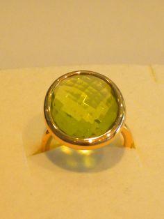 Anello in oro rosa con peridoto verde,per informazioni visitate il nostro sito www.easyoro.it