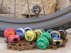 Handgemachte Fahrrad Reifen Ventilkappen bestehen aus recycelten Bier Kronkorken. Es ist Strand-Kreuzer-Saison, und Sie eine Reihe von diesen
