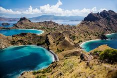 I saw my friend's profile picture on his Whatsapp one day. He was standing on top of somewhere with a background of something like an ocean that are cut by a land across them. It was a unique view which later on I found out that the photo was taken at Padar Island. Padar Island is one of the …