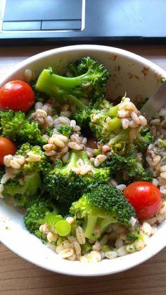 Sinah zeigt uns ihr Mittagessen: Ebly mit Brokkoli *schmacht*