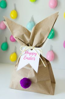 Easter Bunny Gift Bags: With just a paper bag, some string, and cute little pom-poms, you have an Easter gift bag in a cinch for any kids' party. Click through for more Easter party ideas and decorations that your kids and family will love. Easter Gift Bags, Easter Gifts For Kids, Easy Easter Crafts, Bunny Crafts, Kids Crafts, Kids Gift Bags, Easter Presents, Easter Gift Baskets, Easy Crafts