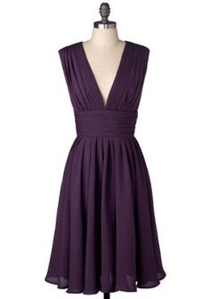 like the deep V here... this style would look great on tall/thin or curvy ladies