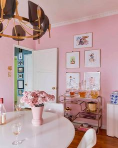 The Pink Dining Room Erik Designed BEFORE He Found His Apartment - Emily Henderson #pink #diningroom #homedesign #interiors Pink Dining Rooms, Dining Room Paint Colors, Dining Room Art, Dining Room Table Centerpieces, Decorating Small Spaces, Apartment Design, Room Decor, House Design, Decor Ideas