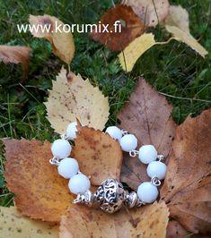LUMI-bracelet Rosary Bracelet, Pearl Necklace, Pearls, Bracelets, Jewelry, String Of Pearls, Jewlery, Beaded Necklace, Bijoux