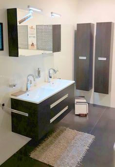 Kleine badkamers 200x200cm met dubbel badkamermeubel en WC met klein ...