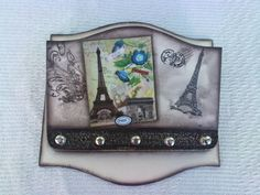 Porta Cartas e Chaves                                                       … Decoupage, Wood And Metal, Painting On Wood, Stencils, Diy And Crafts, Hanger, Frame, Home Decor, Wood Paintings