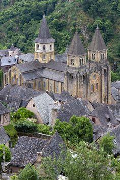 Abbey-Church of Saint-Foy - Conques, Midi-Pyrénées, France by Jacques-BILLAUDEL Source:Flickr / jabi75