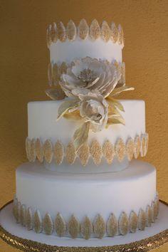 WHITE AND GOL PEONY - SPECIAL PEONY WEDDING CAKE