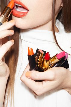 Transition you beauty look into Winter. 10 Best Lipsticks for Winter All Things Beauty, Beauty Make Up, My Beauty, Beauty Hacks, Hair Beauty, Beauty Trends, Beauty Tips, Orange Lipstick, Lipstick Shades