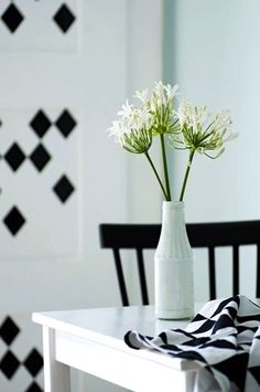 Via Nicest Things | Black and White | Ferm Living Decals | Dinnertable