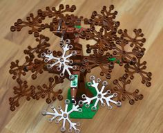 New technique for attaching the leaves (or smaller branches in this case). Lego Tree, Lego City, Legos, Gingerbread Cookies, Christmas Ornaments, Holiday Decor, Branches, Lego Ideas, Diorama