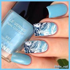 "Chanel ""Coco Blue"" & #stamping with #leslyplates LS-12, for gradient i used Chanel ""Blue Rebel ""553 & ""Blue Boy""555 Градиент сделала по диагонали#UfaPolishWeek #UfaLeslyWeek #здесьтолькоChanel #УфаNails #тегсообществанейлру"