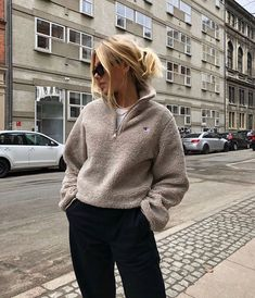 141 autumn outfits women casual – page 31 Spring Outfits, Trendy Outfits, Fashion Outfits, Autumn Outfits, Jugend Mode Outfits, Mode Simple, Skater Outfits, Paris Mode, Cooler Look