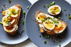 Marinated ramen eggs are simple to make and sheer joy to eat - The Washington Post Japanese Yakitori Recipe, Japanese Recipes, Japanese Food, Quick Quiche, Soy Sauce Eggs, Egg Ingredients, Passover Recipes, How To Cook Eggs