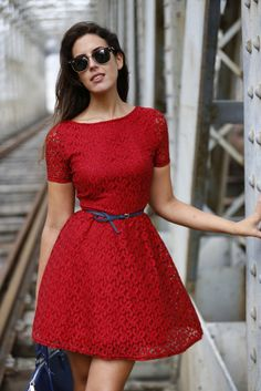 Beautiful Red Dress / Hermosísimo Vestido Rojo y los complementos en Azul Rey es perfecto con este look!!