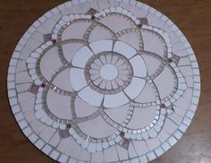 Glass Painting Patterns, Mosaic Tables, Mosaic Ideas, Upcycled Crafts, Mosaic Art, Ceramic Art, Collages, Stepping Stones, Stained Glass