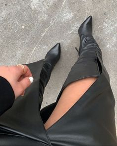 Shoe Selfie, Leder Outfits, Thigh High Boots Heels, Long Boots, Sexy Boots, Over The Knee Boots, Fashion Boots, Leather Boots, Converse
