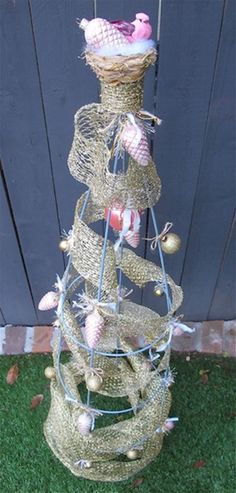 -Tomato Cage Christmas Tree I am going to do this project on the weekend! Easy Christmas Decor – make a Christmas tree out of an old tomato cage See it Christmas Tree Stand Diy, Christmas Tree Decorations To Make, Ribbon On Christmas Tree, Small Christmas Trees, Simple Christmas, Christmas Ideas, Christmas Stuff, Beautiful Christmas, Handmade Christmas