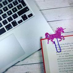 So da ist er nun: Mein Blogbeitrag mit ein bisschen Magie und Blingbling 😉 Ich zeige euch im aktuellen Beitrag wie ihr Einhorn und Wolken Lesezeichen ganz einfach selber machen könnt! Wünsche euch viel Spaß damit! #diy #unicorn #unicornlove #einhorn #einhornliebe #einhorn #basteln #magic #magical #magie #kreativesallerlei #linkinbio