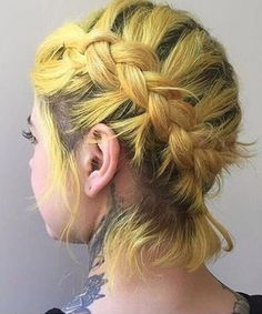 Amazing Warm Yellow Hair Color and Cool Braids on Short Hair for Women Haarzöpfe Amazing Warm Yellow Hair Color and Cool Braids on Short Hair for Women Cool Braids, Braids For Short Hair, Short Hair Styles, Amazing Braids, Yellow Hair Color, Cool Hair Color, Pastel Yellow, Hair Colours, Colors