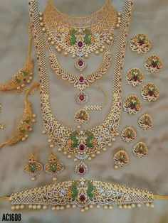 Fulfill a Wedding Tradition with Estate Bridal Jewelry Indian Bridal Jewelry Sets, Bridal Jewelry Vintage, Wedding Jewelry Sets, Bridal Jewellery, Marriage Jewellery, Jewelry Design Earrings, Gold Jewellery Design, Gold Jewelry, Baby Jewelry