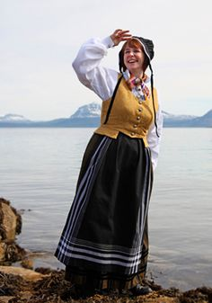 Tromsbunad with golden bodice. They can also have red bodices. Folk Costume, Costume Dress, Costumes, Folk Clothing, Unique Dresses, Norway, Culture, Traditional, Clothes