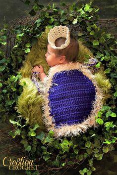 Ravelry: Kings Cape Infant Photo Prop pattern by Lorene Haythorn Eppolite- Crochet Crochet Baby Props, Crochet Photo Props, Crochet Baby Cocoon, Newborn Crochet, Crochet For Kids, Crochet Yarn, Free Crochet, Crochet Poncho, Chrochet