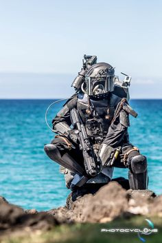This Mandalorian In Hawaii Cosplay Is Star Wars Paradise- Star Wars VIII pleeeeease? Mandalorian Costume, Mandalorian Armor, Star Wars Saga, Star Wars Bounty Hunter, Star Wars Costumes, Star War 3, Star Wars Boba Fett, Star Wars Characters, Best Cosplay