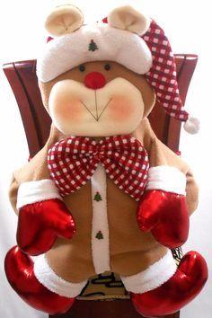 botellas de vino con de lantal - Buscar con Google Christmas Projects, Christmas Humor, Holiday Crafts, Holiday Decor, Christmas Hanukkah, Christmas And New Year, Christmas Time, Christmas Fabric, Christmas Stockings