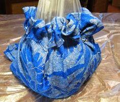 Ideas Hogar...: DIY Técnica para decorar botellas con Tela Concrete Art, Concrete Projects, Glass Bottle Crafts, Glass Bottles, Cement Planters, Cement Crafts, Ideas Hogar, Jar Crafts, Basket Weaving