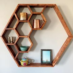 Inspiring 15 Attractive Hexagon Shelves For Living Room Decoration Ideas The appearance of the wall is important in decorating the room. A good wall display certainly makes the room decor more attractive. Getting bored with. Wooden Projects, Woodworking Projects Diy, Woodworking Plans, Popular Woodworking, Woodworking Inspiration, Woodworking Classes, Home Room Design, Home Interior Design, Diy Bedroom Decor