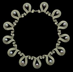 This is not contemporary - image from a gallery of vintage and/or antique objects. H: cm in) L: 39 cm in) German ca. Art Deco Necklace, Art Deco Jewelry, Pearl Jewelry, Jewelry Design, Pearl Necklace, Or Antique, Antique Jewelry, Vintage Jewelry, Cool Necklaces