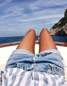 Julie Sariñana, Boat day to Capri! Summer Of Love, Summer Looks, Summer Days, Looks Style, Style Me, Edgy Style, Photography Beach, Denim Shorts Outfit, Summer Outfits