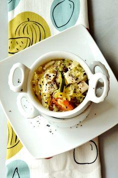 zuppa orientale con tofu, verza, carote e salsa di soia