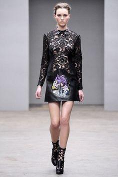 Christopher Kane Fall 2010 Ready-to-Wear Fashion Show - Julija Steponaviciute