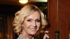 Multitalent aus Tschechien: Helena Vondráčková   MDR.DE Frank Schöbel, Karel Gott, Dreadlocks, Women's Fashion, Hair Styles, Beauty, Czech Republic, Hair Plait Styles