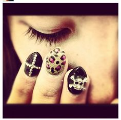 Cool Edgy Nails - Will have to see if my girl can do skulls!