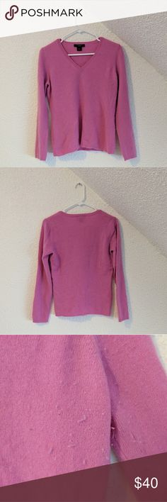Ann Taylor Cashmere Sweater This beautiful, vibrant sweater will make you never want to wear any other sweater. Super soft and warm, perfect for the winter. Rarely worn with some pilling, no stains or any damages beyond that. Perfect for any gal! Bundle 2 or more to save 10% off your entire order! Ann Taylor Sweaters V-Necks