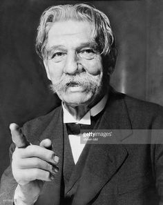 <a gi-track='captionPersonalityLinkClicked' href=/galleries/search?phrase=Albert+Schweitzer&family=editorial&specificpeople=212975 ng-click='$event.stopPropagation()'>Albert Schweitzer</a> (*14.01.1875-+) , Arzt + Theologe