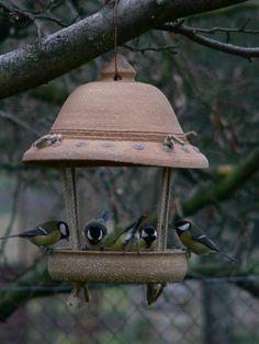 Ceramic Birds, Ceramic Pottery, Pottery Art, Ceramic Art, Pottery Handbuilding, Diy Bird Feeder, Bird Houses Diy, Contemporary Ceramics, Clay