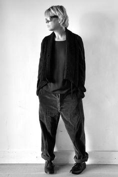 gilet sans manche noir - Not lab, blouse noire : Album di Famiglia, pantalon vintage - VDJ Objet trouvé, chaussures - Album di Famiglia