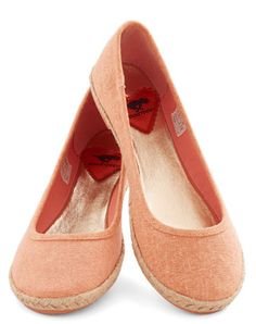 cute slip-on shoes in melon  http://rstyle.me/n/gjy79pdpe