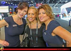 With the Land Rover gals, AutoSpies.com Photo Gallery
