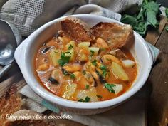 ZUPPA DI COZZE E PATATE Biscotti, Thai Red Curry, Fish, Ethnic Recipes, Soups, Aglio Olio, Gastronomia, Food, Chowders
