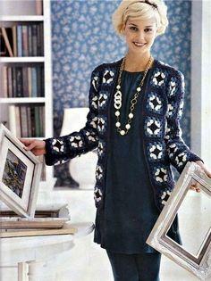 Meraviglioso cappotto all'uncinetto con i classici quadretti della nonna e con un ideale abbinamento dei colori fonte:http://www.liveinternet