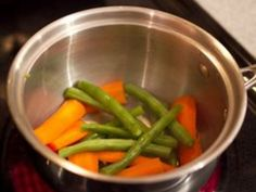 Steamed vegetables are healthy and delicious, but what if you don't have a steamer? No problem! With this method, you can have steamed vegetables whenever