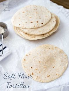 Homemade Soft Tortilla Wraps Soft flour tortillas, essential for tacos, quesadillas, burritos and fajitas. This recipe produces soft flexible tortillas with just 5 ingredients. SO easy to make at home! Soft Tortilla Recipe, Tortilla Bread, Tortilla Wraps, Flour Taco Recipe, Soft Taco Shell Recipe, Recipes With Flour Tortillas, How To Make Tortillas, Homemade Flour Tortillas, Home Made Tortillas Recipe